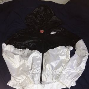 Women's Nike windbreaker size medium